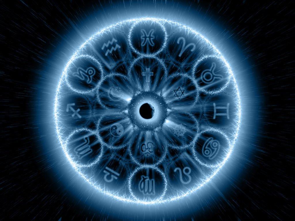 Зодиакальный круг и луна посередине